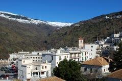 Vista di Pampaneira e delle montagne Fotografie Stock
