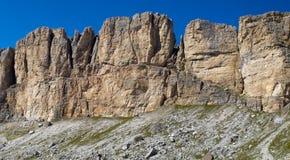 Vista di panorama alle montagne in dolomia Immagine Stock