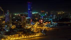 Vista di panorama da Ekaterinburg nella notte che costruisce Vysotsky 2 Fotografia Stock