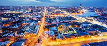 Vista di panorama da Ekaterinburg nella sera che costruisce Vysotsky Fotografia Stock