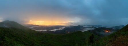 Vista di panorama dall'alta montagna Immagini Stock Libere da Diritti