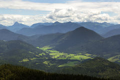 Vista di panorama dalla montagna Jochberg in Baviera, Germania Fotografia Stock