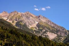 Vista di panorama del fondo dei picchi delle alpi Immagine Stock Libera da Diritti
