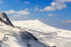 Vista di panorama del ghiacciaio della montagna con la sommità Kleinvenediger, alpi di Hohe Tauern, Austria Fotografia Stock