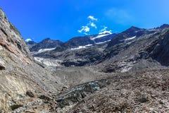 Vista di panorama del ghiacciaio della Tre-La-Tete in alpi francesi Immagini Stock Libere da Diritti