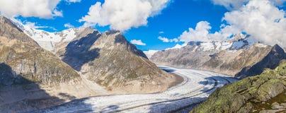 Vista di panorama del ghiacciaio di Aletsch sulle montagne Fotografia Stock