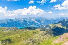 Vista di panorama del lago e delle alpi Brienz Immagini Stock Libere da Diritti
