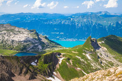 Vista di panorama del lago e delle alpi Brienz Immagine Stock Libera da Diritti