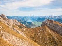 Vista di panorama del lago lucerne e delle alpi vicino a Pilatus Fotografia Stock