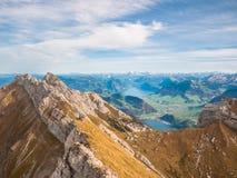 Vista di panorama del lago lucerne e delle alpi vicino a Pilatus Fotografie Stock