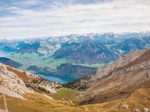 Vista di panorama del lago lucerne e delle alpi vicino a Pilatus Immagini Stock