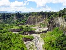 Vista di panorama del paesaggio del campo sulla montagna Fotografie Stock Libere da Diritti