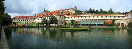 Vista di panorama del palazzo barrocco di Wallenstein in strana di mala, Praga, repubblica Ceca fotografie stock