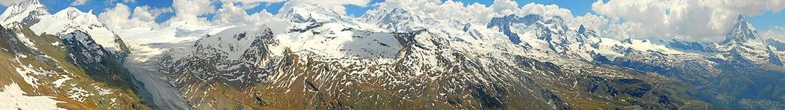 Vista di panorama della montagna con il ghiacciaio Fotografia Stock Libera da Diritti