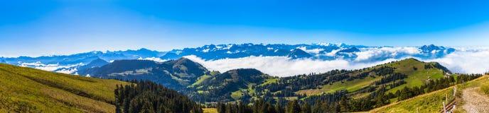 Vista di panorama delle alpi su op di Rigi Fotografie Stock