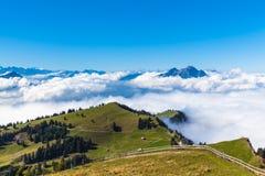 Vista di panorama delle alpi su op di Rigi Fotografia Stock