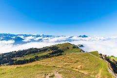 Vista di panorama delle alpi su op di Rigi Immagine Stock