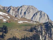 Vista di panorama delle alpi su un percorso d'escursione vicino a Kandersteg Fotografie Stock Libere da Diritti