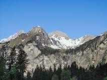 Vista di panorama delle alpi su un percorso d'escursione vicino a Kandersteg Fotografia Stock