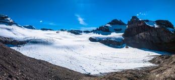 Vista di panorama delle alpi svizzere Fotografia Stock
