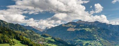 Vista di panorama delle alpi svizzere vicino a Klosters Fotografia Stock