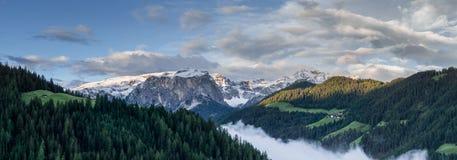 Vista di panorama delle dolomia vicino ad Alta Badia Fotografia Stock