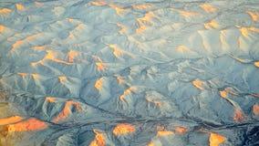 Vista di panorama delle montagne della neve Immagini Stock