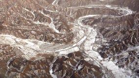 Vista di panorama delle montagne e dei villaggi della neve Immagine Stock
