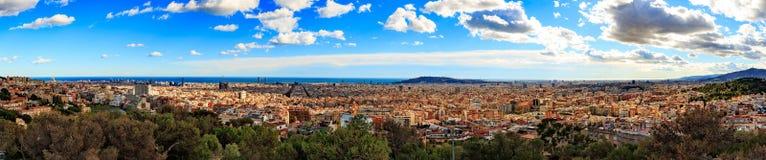 Vista di panorama di Barcellona dal parco Guell nel giorno soleggiato nell'inverno Immagine di alta risoluzione spain Immagine Stock Libera da Diritti