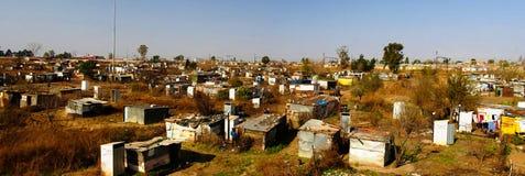 Vista di panorama a periferia di favela di Soweto di Johannesburg, Sudafrica Immagini Stock