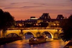 Vista di Parigi del fiume Seine al tramonto Fotografia Stock Libera da Diritti