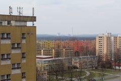 Vista di piccole e grandi costruzioni di appartamento Fotografie Stock