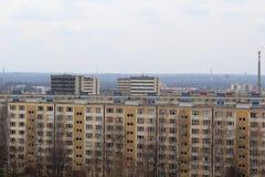 Vista di piccole e grandi costruzioni di appartamento Fotografia Stock Libera da Diritti