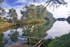 Vista di piccolo fiume in Sicilia Fotografia Stock Libera da Diritti