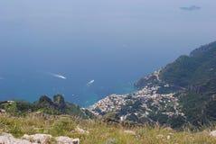 Vista di Positano dalle montagne Fotografia Stock Libera da Diritti