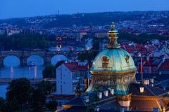 Vista di Praga alla notte Immagine Stock