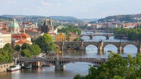 vista di Praga, ponti sopra il Danubio, repubblica Ceca, 4k archivi video