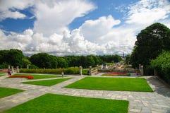 Vista di prospettiva del parco di Frogner, Oslo, Norvegia fotografia stock libera da diritti