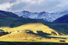 Vista di prospettiva della catena di montagna di Kurai Immagini Stock