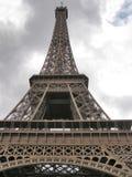 Vista di prospettiva della Torre Eiffel fotografia stock libera da diritti