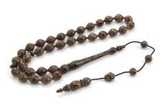 Vista di prospettiva di legno delle perle di preghiera della palma isolata su bianco immagine stock libera da diritti