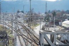 Vista di prospettiva superiore su una ramificazione ferroviaria fotografie stock