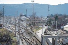 Vista di prospettiva superiore su una ramificazione ferroviaria fotografia stock libera da diritti