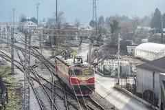 Vista di prospettiva superiore su una ramificazione ferroviaria immagini stock libere da diritti