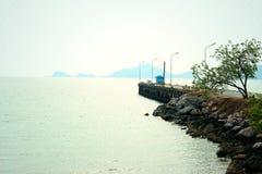 Vista di roccia sulla spiaggia Fotografie Stock
