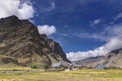 Vista di Sceneic del villaggio di Drass, Kargil, Ladakh, il Jammu e Kashmir, India Fotografia Stock Libera da Diritti