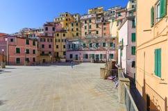 Vista di Senica di un quadrato in Riomaggiore, 5 terre, Liguria, Italia fotografia stock