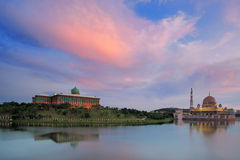 Vista di sera del lago Putrajaya, Malesia fotografia stock