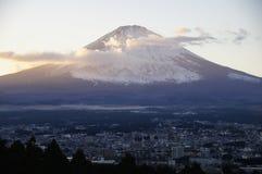 Vista di sera del monte Fuji, Giappone immagini stock libere da diritti