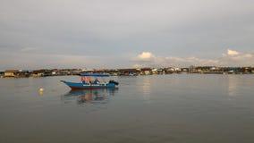 Vista di sera del paesino di pescatori di Kukup fotografia stock